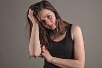 Junge Frau ist deprimiert