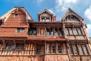 Blick auf das Manoir de la Salamandre, ein historisches, herrschaftliches Fachwerkhaus in Étretat