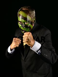 Geschäftsmann mit Dschungeltarnfarbe