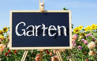 Schöner Garten mit Blumen