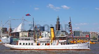 Schaarhörn bei der Auslaufparade vom 827. Hamburger Hafengeburtstag 2016; Impressions of the 827th Birthday of the Port of Hamburg 2016, last day, Germany