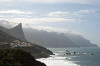 Blick auf das Dorf Taganana im Anagagebirge auf der kanarischen Insel Teneriffa