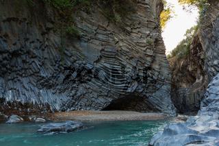 Basalt Schlucht Grotte breit