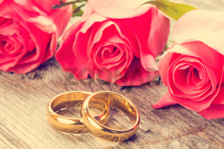 Wedding rings with pink roses