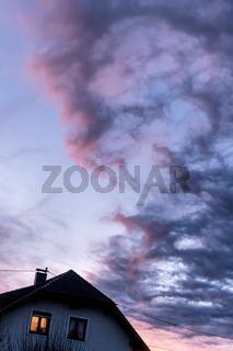 Abendsonne  über einem Wohnhaus