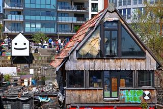 Abgebrannter Golden Pudel Club in Hamburg, famous Golden Pudel Club damaged by fire in Hamburg, Germany