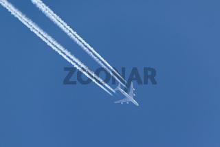 Boeing 747-400   Kondensstreifen