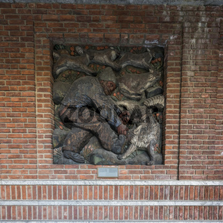 Holzrelief in den Arkaden des Rathauses in Oslo
