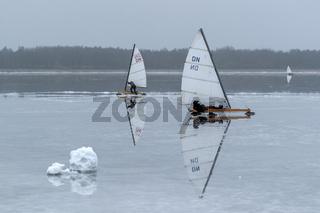 Ostsee - Eissegler auf dem Bodden