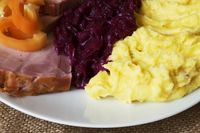 mashed potatoes, braised red cabbage, smoked ham detail