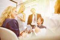 Meeting von Geschäftsleuten im Büro