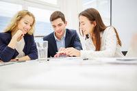 Business Team im Workshop bei der Planung
