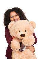 Frau umarmt einen Teddy