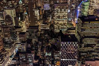 Luftansicht von Manhattan, New York City, bei Nacht