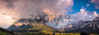 Die Zugspitze in Wolken