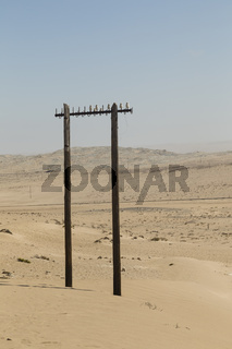 alter Strommast in der Wüste, old power pole in the desert