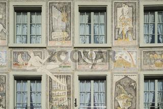Hauswand mit historischer Fassadenmalerei in der Altstadt von Stein am Rhein