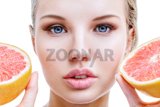 Young woman with grapefruit in hands
