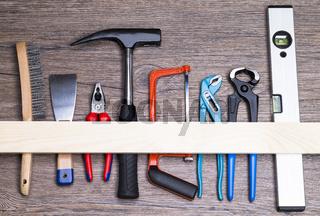 Werkzeug auf Holztisch