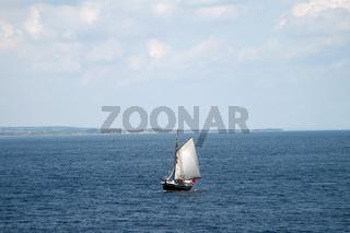 segelschiff vor samsoe, daenemark