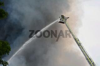 Feuerwehrmann auf der Drehleiter