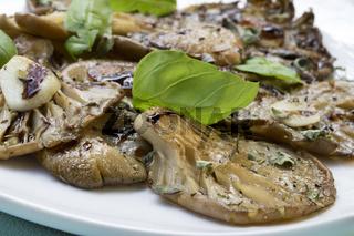Marinierte Austernpilze mit Aceto Balsamico und Basilikum