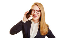 Business Frau beim Telefonieren mit Smartphone