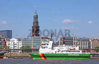 Küstenwache bei der Auslaufparade vom 827. Hamburger Hafengeburtstag 2016; Impressions of the 827th Birthday of the Port of Hamburg 2016, last day, Germany