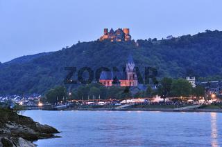 Illuminierte Stadt Oberwesel, beleuchtete Burg Schönburg, beim Weinfest Rhein in Flammen