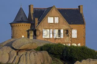 Haus an Cote de Granit Rose, Granit de Rose, Bretagne, Frankreich, Europa