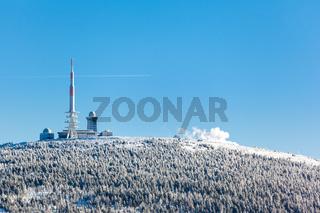 Blick zum Brocken Gipfel mit Brockenbahn