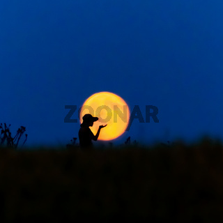 Frau Mond pusten