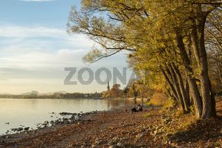 Herbstabend am Bodenseeufer bei Radolfzell