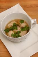 Brätnockerlsuppe, Suppe mit Kalbsbrätnockerl,