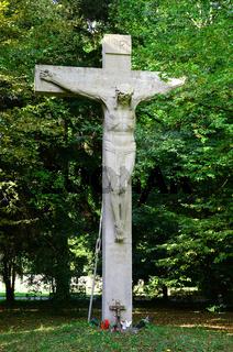 Kruzifix von Max Natter auf dem Waldfriedhof Stuttgart