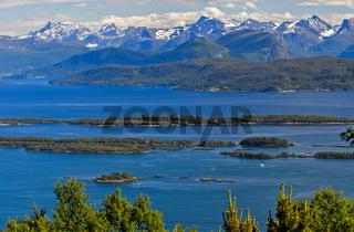 Landschaft mit Fjord, Moldefjord bei Molde, Norwegen