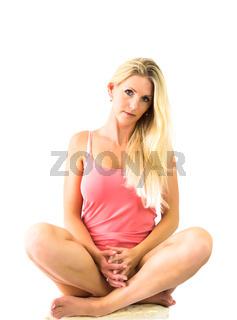 Blonde Frau - Schneidersitz