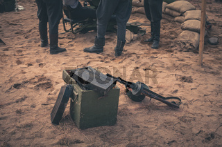 Ammunition box and machine gun
