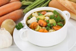 Gemüsesuppe Gemüse Suppe in Suppentasse mit Kartoffeln, Karotten
