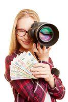 Erfolgreiche Fotografin mit Geld und Kamera