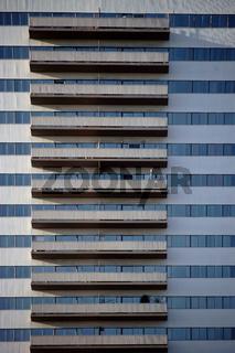 Hochhausfassade mit Balkonen