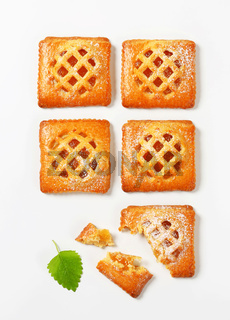 Little apricot pies