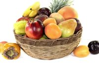 Obstkorb mit verschiedenen bunten Früchten