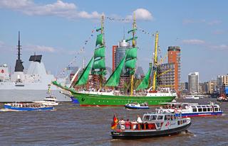 Alexander von Humboldt II bei der Auslaufparade vom 827. Hamburger Hafengeburtstag 2016; Impressions of the 827th Birthday of the Port of Hamburg 2016, last day, Germany