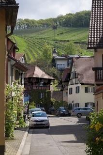 Historische Altstadt von Staufen mit Weinberg