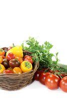 Gemüsekorb mit verschiedenem Gemüse