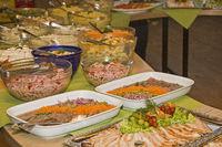 Kaltes Büffet mit verschiedenen Delikatessen
