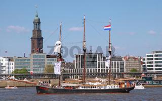 Hendrika Bartelds bei der Auslaufparade vom 827. Hamburger Hafengeburtstag 2016; Impressions of the 827th Birthday of the Port of Hamburg 2016, last day, Germany
