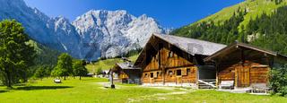Alm im Großen Ahornboden im Karwendelgebirge