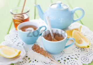 Frischer Tee mit Zitrone